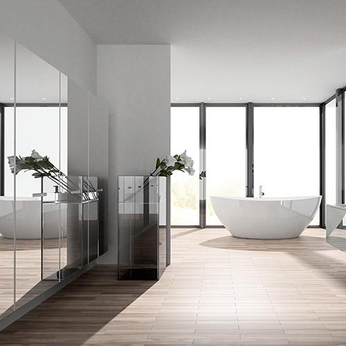 Puristisch, modernes Badezimmer mit freistehender Badewanne