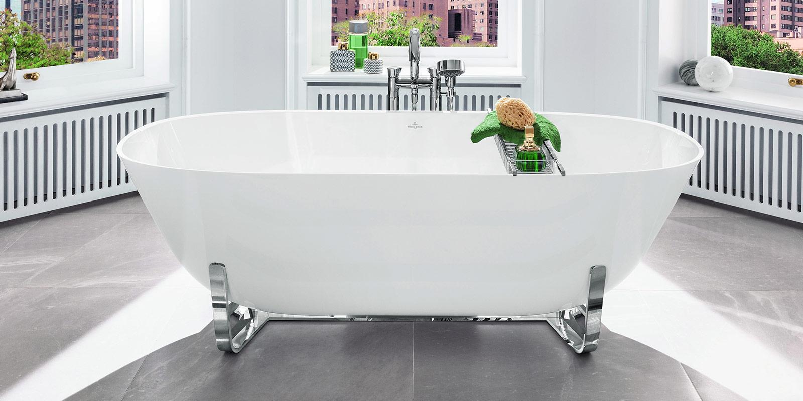 Einzelstehende Badewann im modernen Design